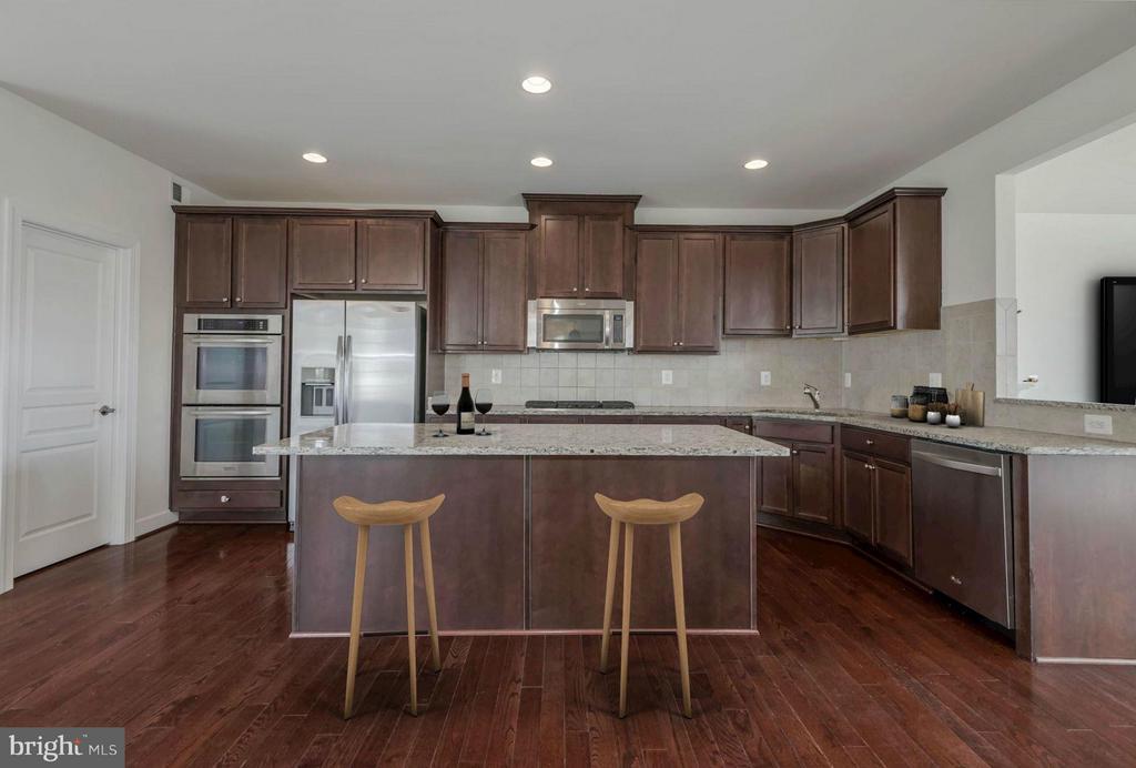 Kitchen (3 of 3) - 6206 ROYAL CREST LN, ALEXANDRIA