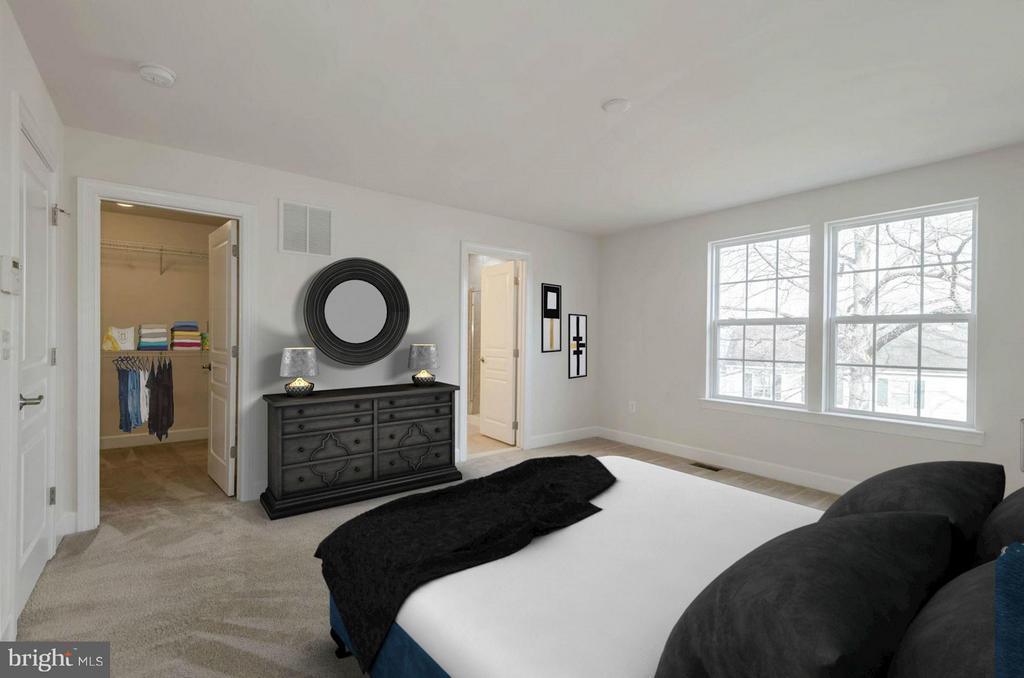 Master Bedroom (3 of 3) - 6206 ROYAL CREST LN, ALEXANDRIA