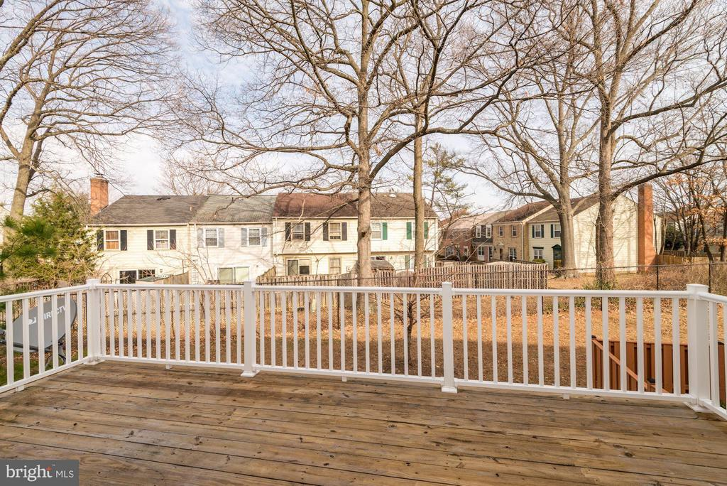 Private Deck  (2 of 2) - 6206 ROYAL CREST LN, ALEXANDRIA