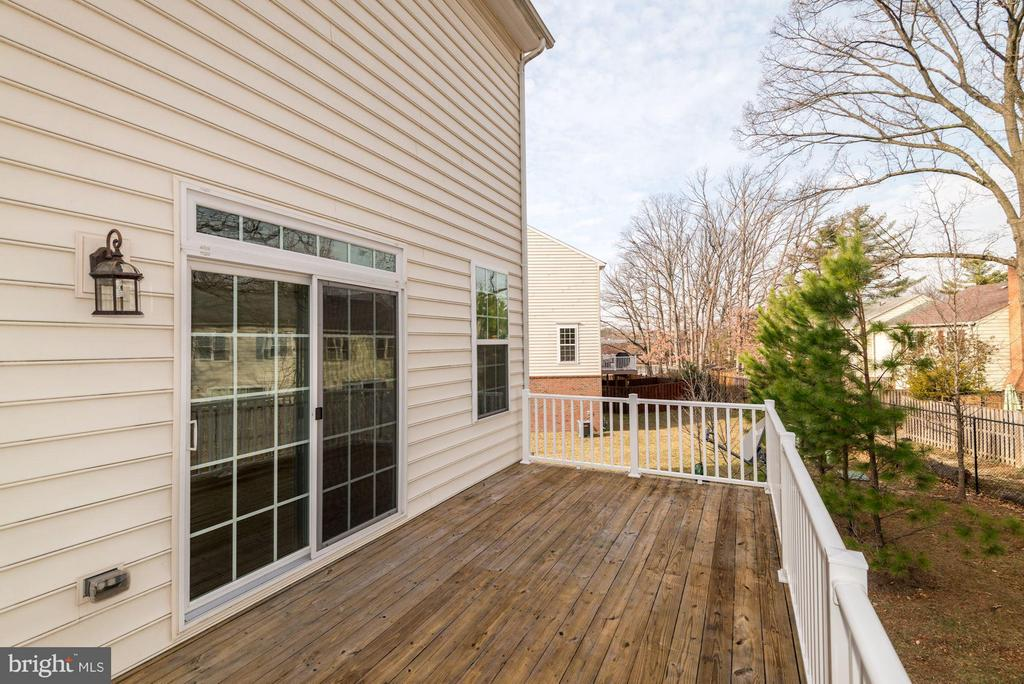 Private Deck  (1 of 2) - 6206 ROYAL CREST LN, ALEXANDRIA