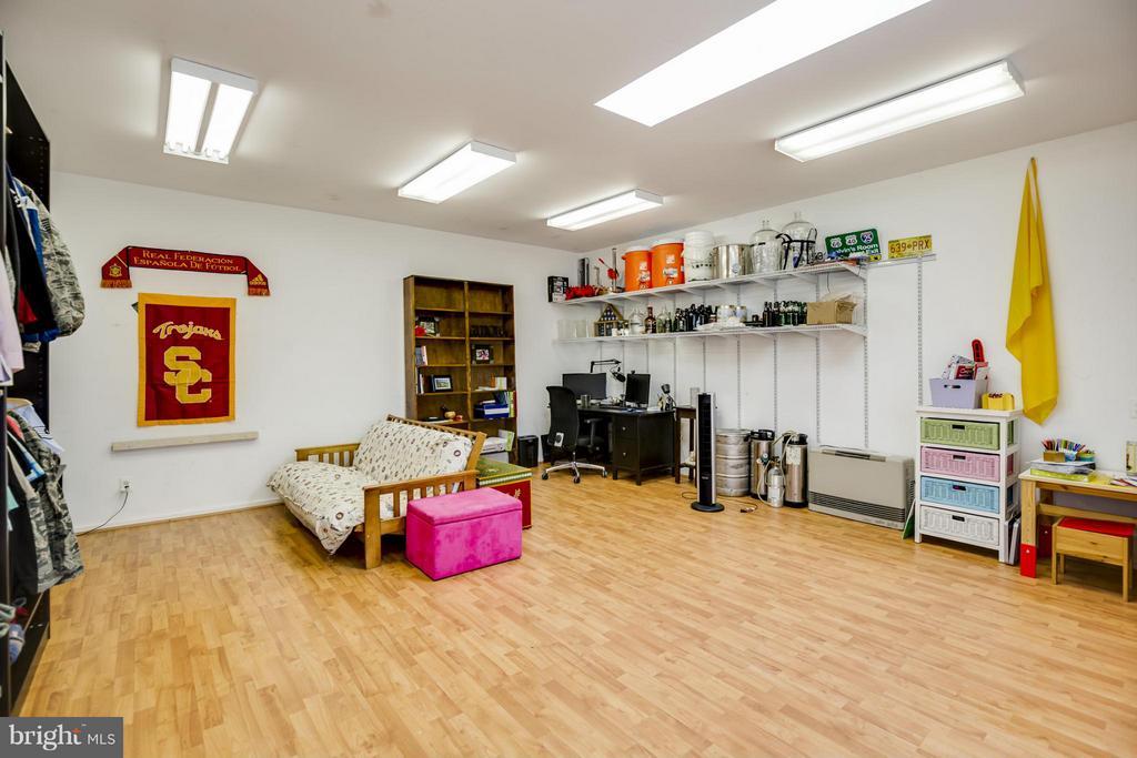 Garage Studio Room - 4017 COLONIAL AVE, ALEXANDRIA