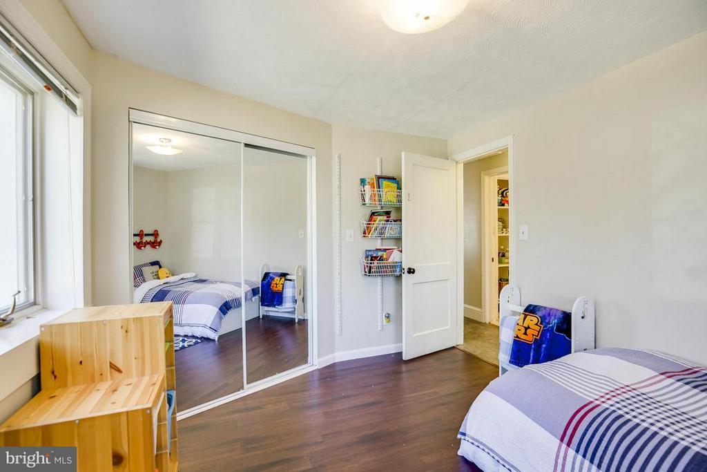 Bedroom w/Mirror Doors - 4017 COLONIAL AVE, ALEXANDRIA