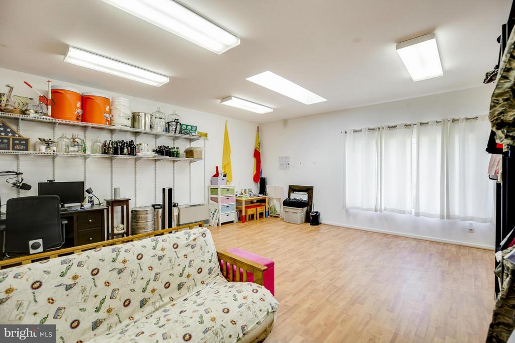 Studio Room in Garage - 4017 COLONIAL AVE, ALEXANDRIA