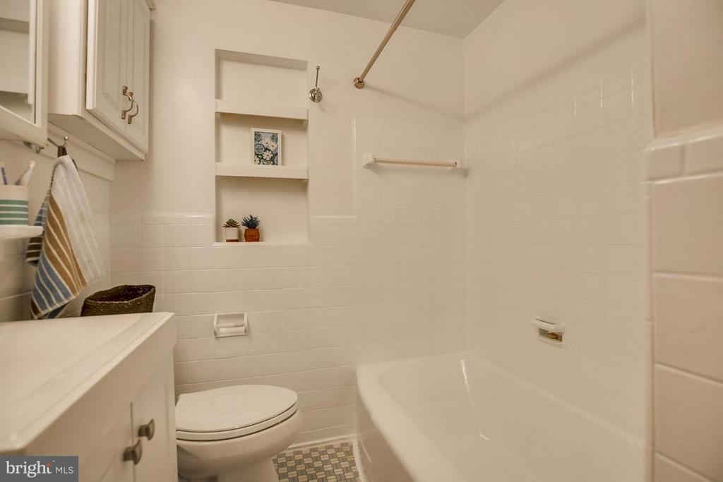 Bath - 4017 COLONIAL AVE, ALEXANDRIA