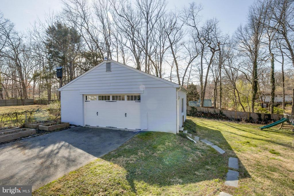 Detached Garage w/Side Entry - 4017 COLONIAL AVE, ALEXANDRIA