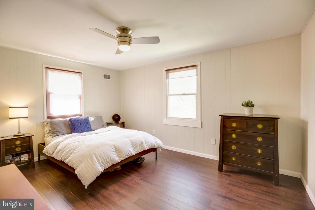 Master Bedroom w/Hardwood Floors - 4017 COLONIAL AVE, ALEXANDRIA