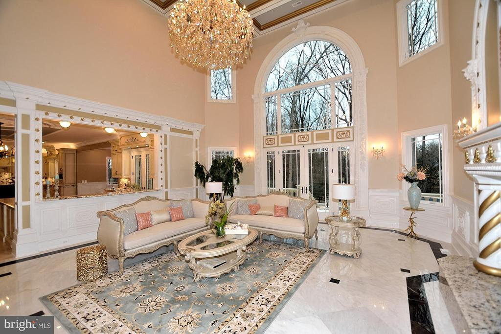 Marble floors and soaring ceilings.... - 634 INNSBRUCK AVE, GREAT FALLS