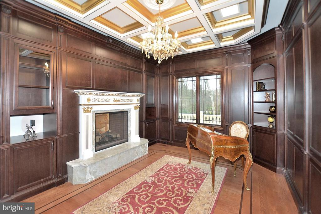 Mahogany paneled study..... - 634 INNSBRUCK AVE, GREAT FALLS