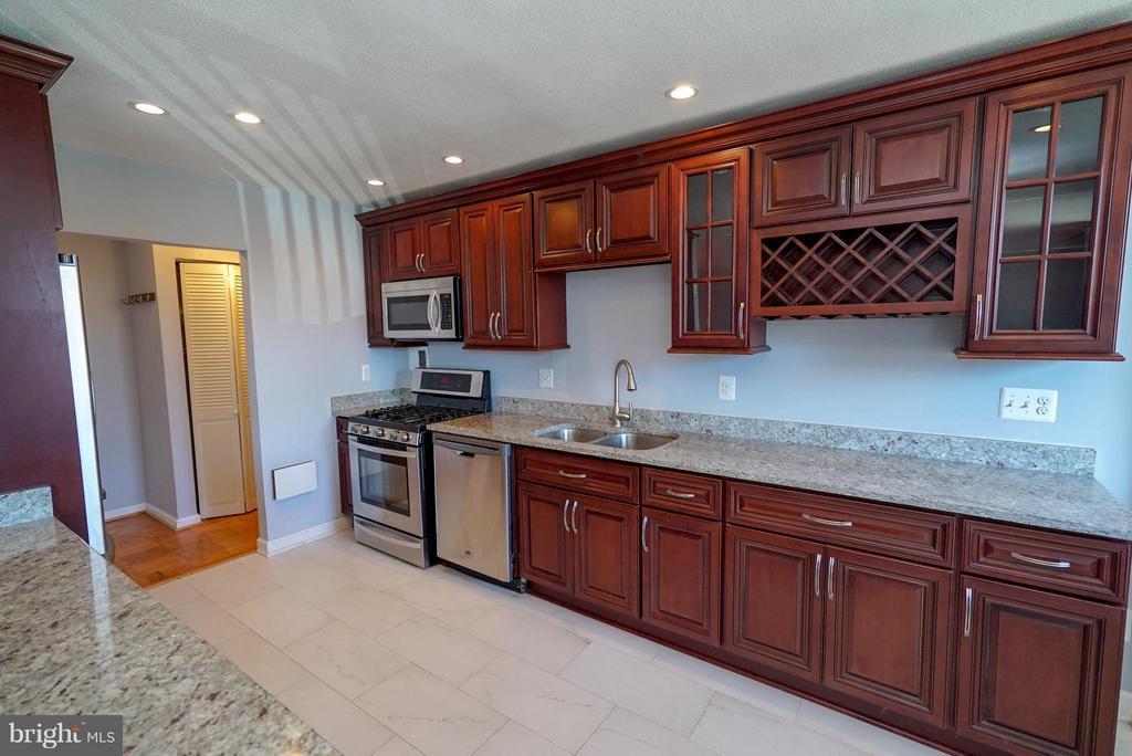 Granite countertops - 4343 LEE HWY #203, ARLINGTON