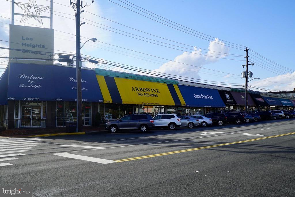 Lee Heights Shops is just a 5 minute walk away! - 4343 LEE HWY #203, ARLINGTON