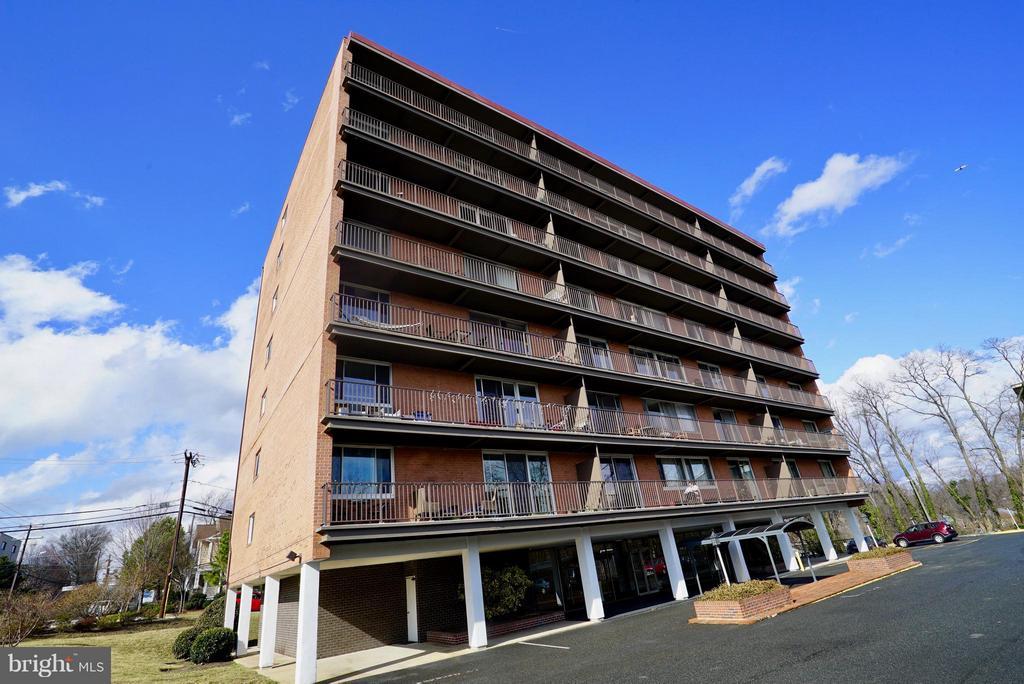 Welcome to Yorktown Condominium! - 4343 LEE HWY #203, ARLINGTON