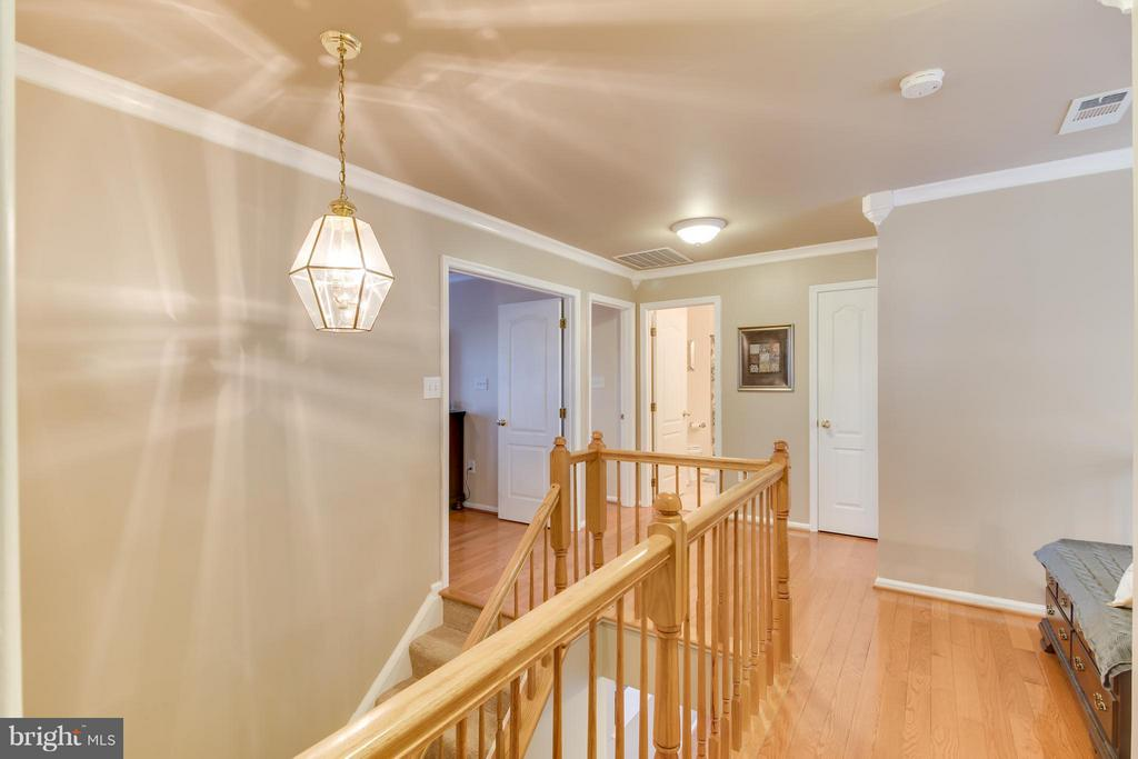Upstairs Landing w/ Pendant Light - 5099 HIGGINS DR, DUMFRIES