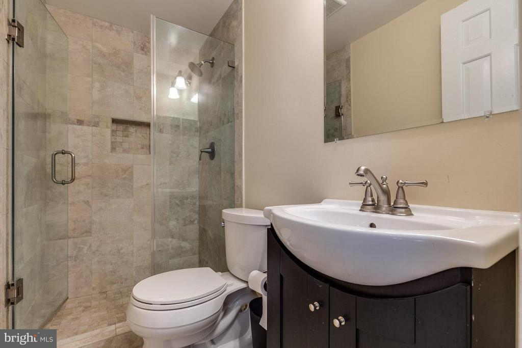updated master bath - 2285 DOSINIA CT, RESTON
