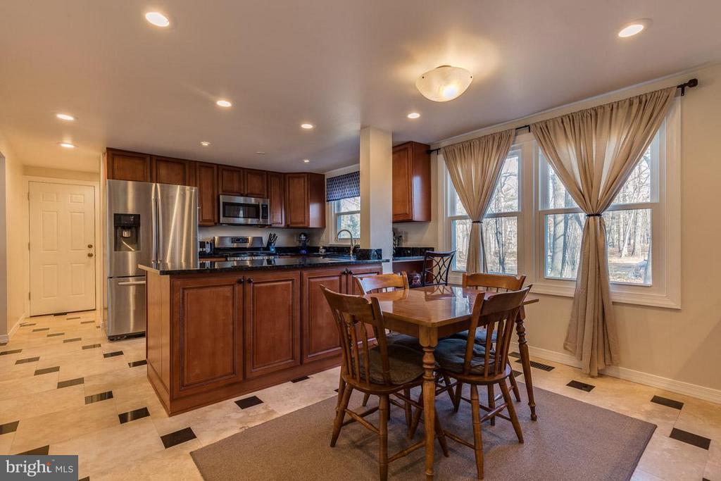 Updated Kitchen - 2285 DOSINIA CT, RESTON
