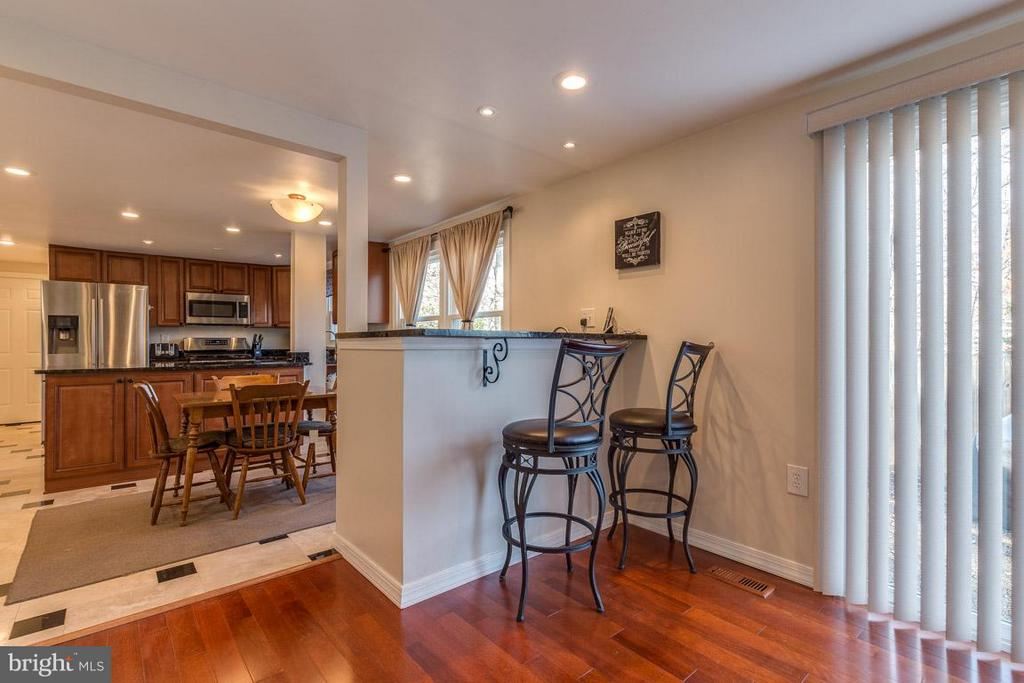 Family Room with Wet Bar and SGD to patio - 2285 DOSINIA CT, RESTON