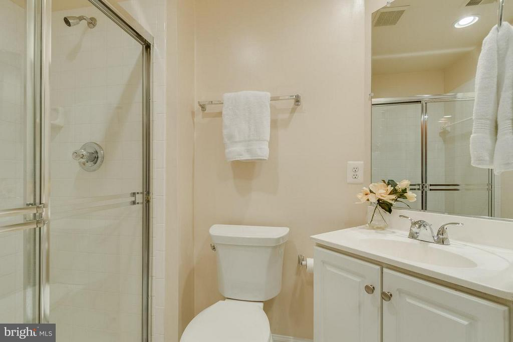 Bath on main level by kitchen and front entryway - 1321 ADAMS CT N #402, ARLINGTON