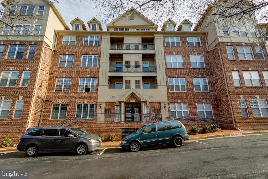 Courthouse Hill - 1321 ADAMS CT N #402, ARLINGTON