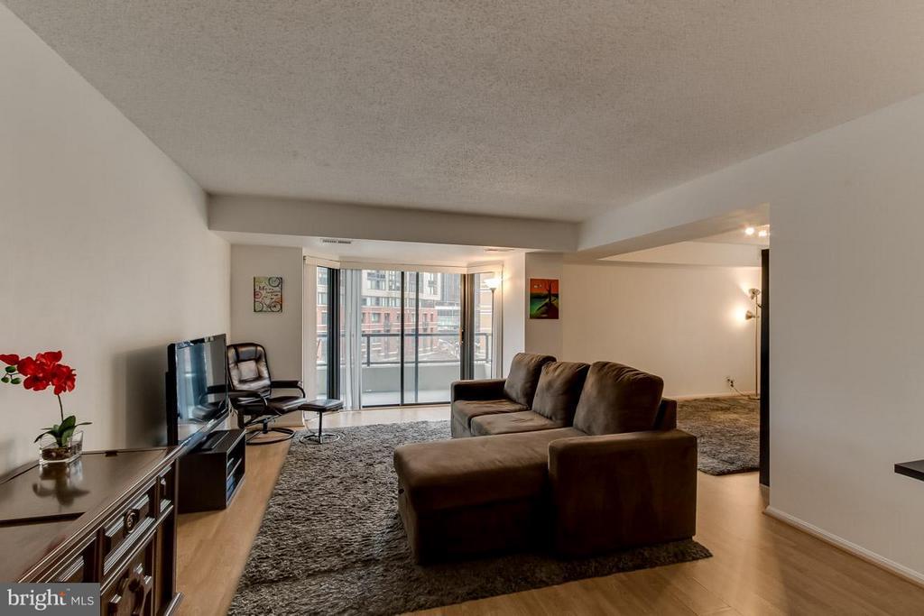 Living Room view toward balcony - 1600 OAK ST N #406, ARLINGTON