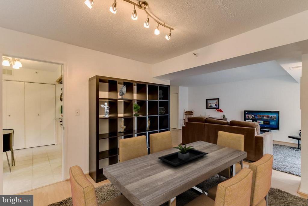 Dining Room w/ room for big table - 1600 OAK ST N #406, ARLINGTON
