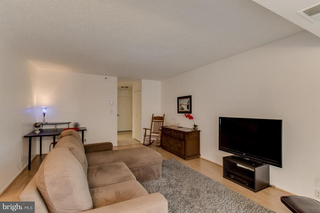 Living Room from Balcony - 1600 OAK ST N #406, ARLINGTON