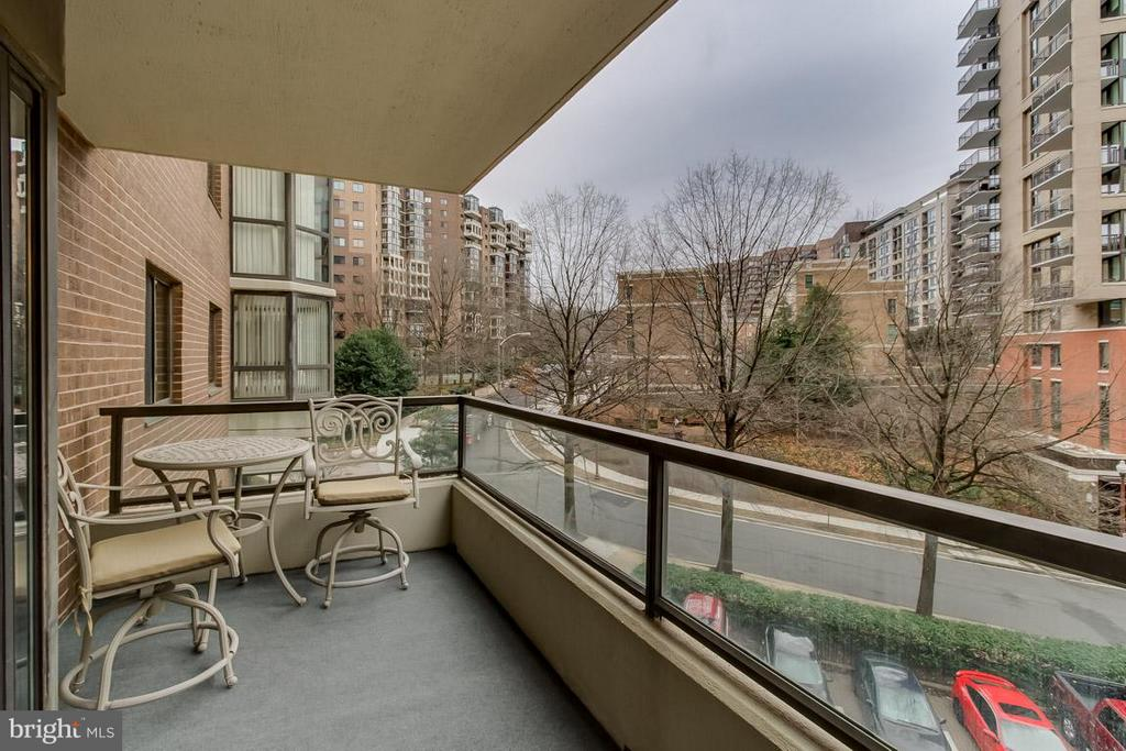 Big Outdoor patio - 1600 OAK ST N #406, ARLINGTON