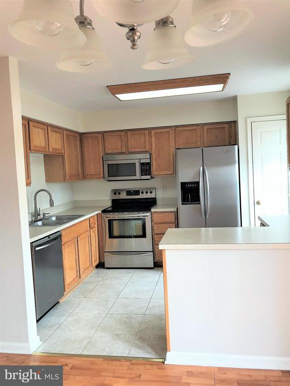 All stainless steel appliances - 4540 PAPILLION CT, FREDERICKSBURG