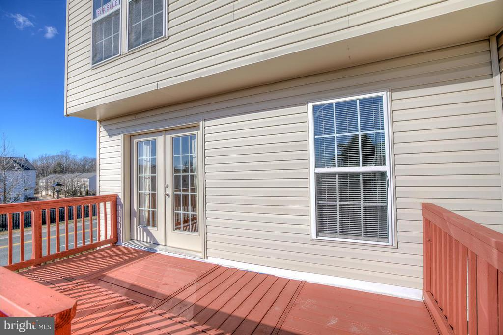Lg Deck with stairs to back yard - 4540 PAPILLION CT, FREDERICKSBURG