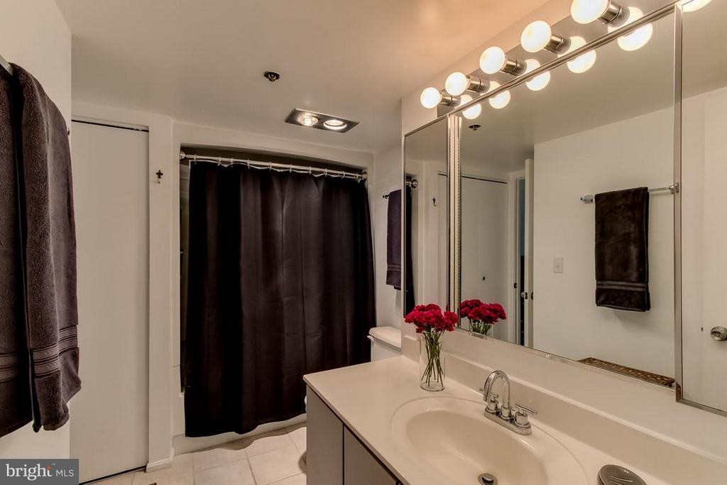 Bath w/ dual entry to bedroom and hall - 1600 OAK ST N #406, ARLINGTON