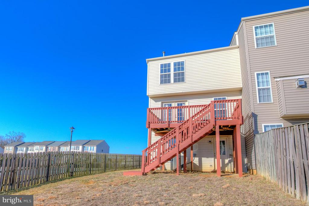 Large deck off dining room - 4540 PAPILLION CT, FREDERICKSBURG