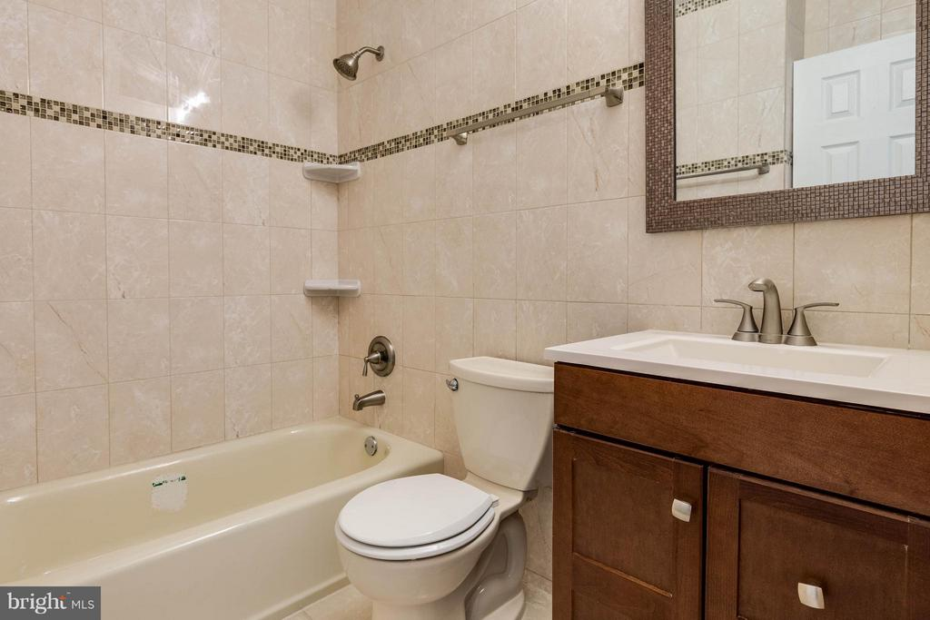 Hall Bath - 8160 ELECTRIC AVE, VIENNA