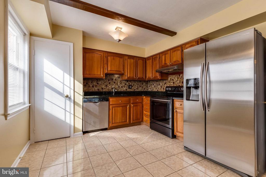 Kitchen - 8160 ELECTRIC AVE, VIENNA
