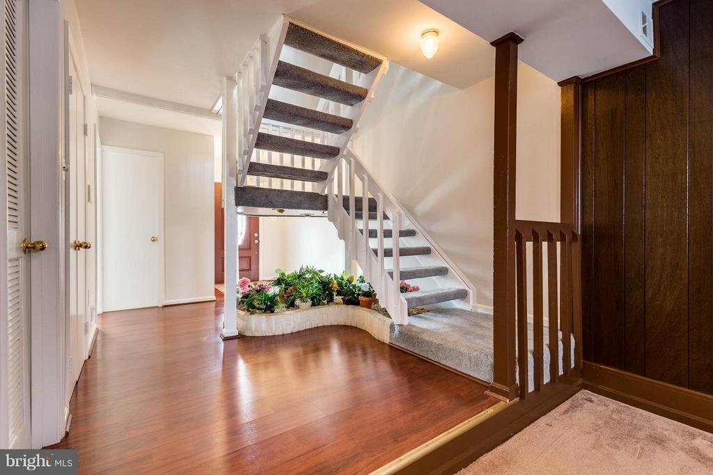 Entry Foyer - 8160 ELECTRIC AVE, VIENNA