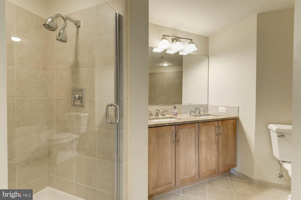 Bath (Master) - 888 QUINCY ST #1401, ARLINGTON