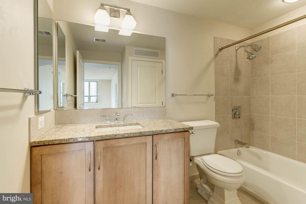 Bath 2 - 888 QUINCY ST #1401, ARLINGTON