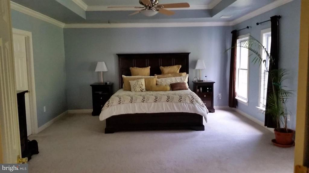 Try ceilings Easy furniture placement - 3609 STONEWALL MANOR DR, TRIANGLE