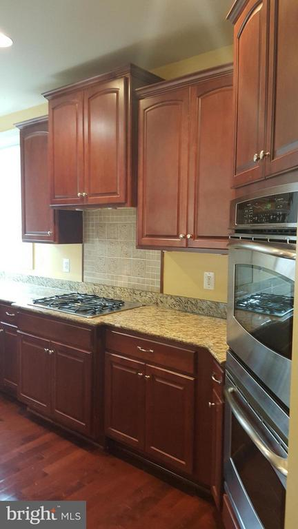 Plenty of counter space - 3609 STONEWALL MANOR DR, TRIANGLE