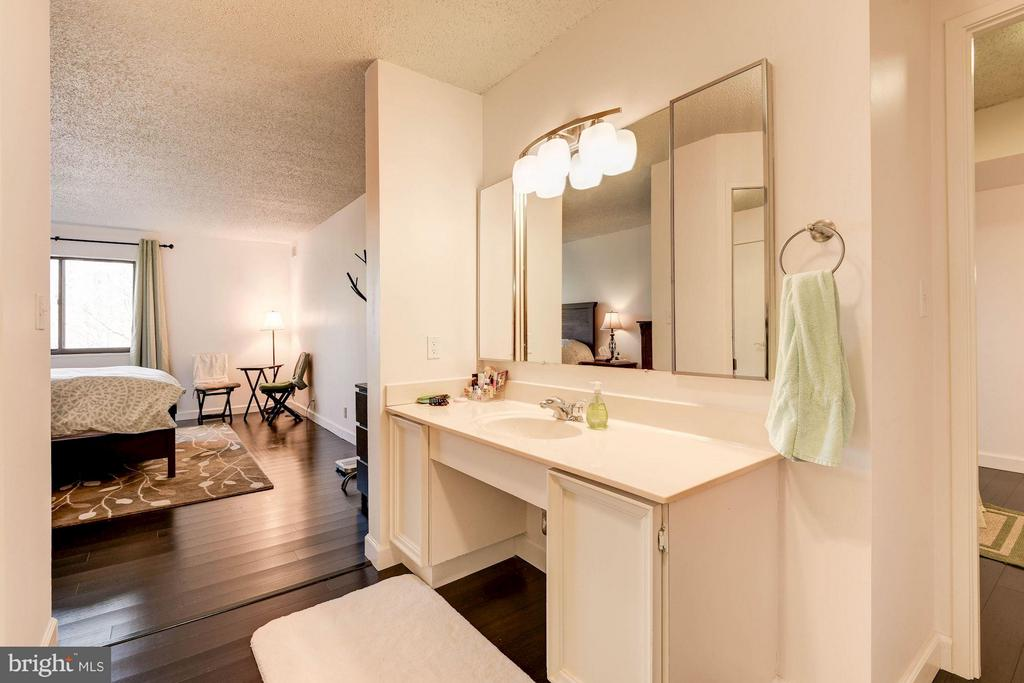 Bath - 5904 MOUNT EAGLE DR #601, ALEXANDRIA