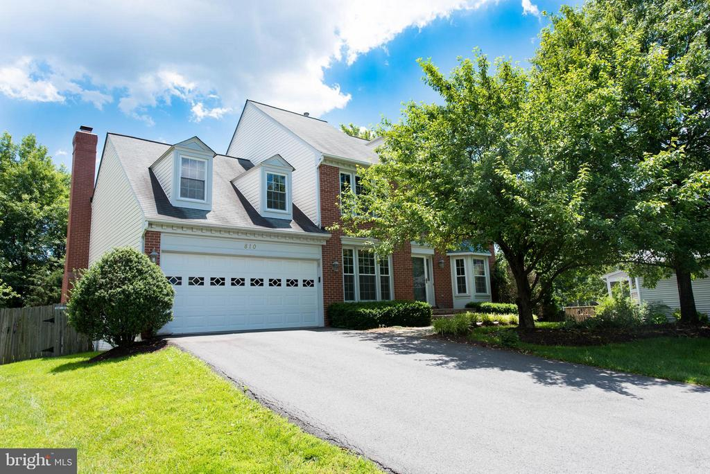 Charming curb appeal. Cul de sac location. - 810 AUTUMN BREEZE CT, HERNDON