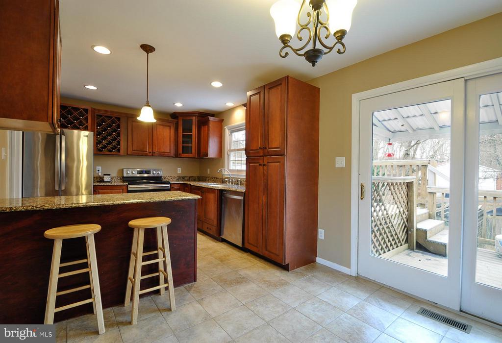 Nice Space for Coffee - 14010 MAPLEDALE AVE, WOODBRIDGE
