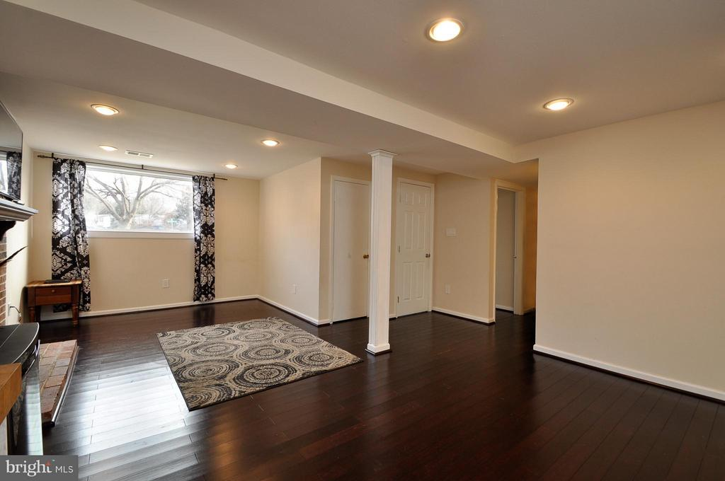 Great Living Space - 14010 MAPLEDALE AVE, WOODBRIDGE