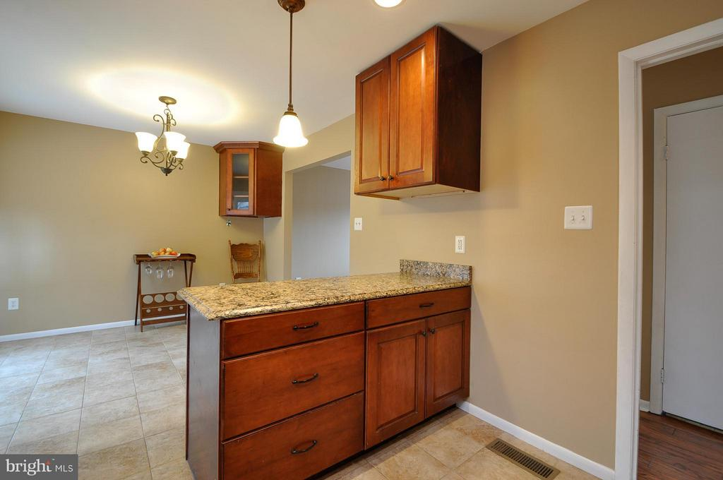 Great Dining Space - 14010 MAPLEDALE AVE, WOODBRIDGE