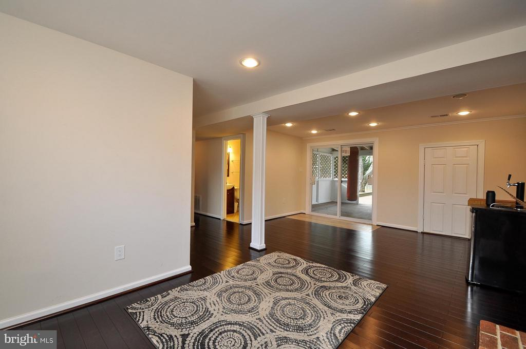 Great Living Space! - 14010 MAPLEDALE AVE, WOODBRIDGE