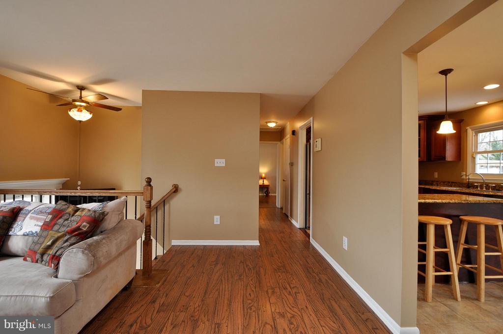 Upper Level  with Sleek Flooring! - 14010 MAPLEDALE AVE, WOODBRIDGE