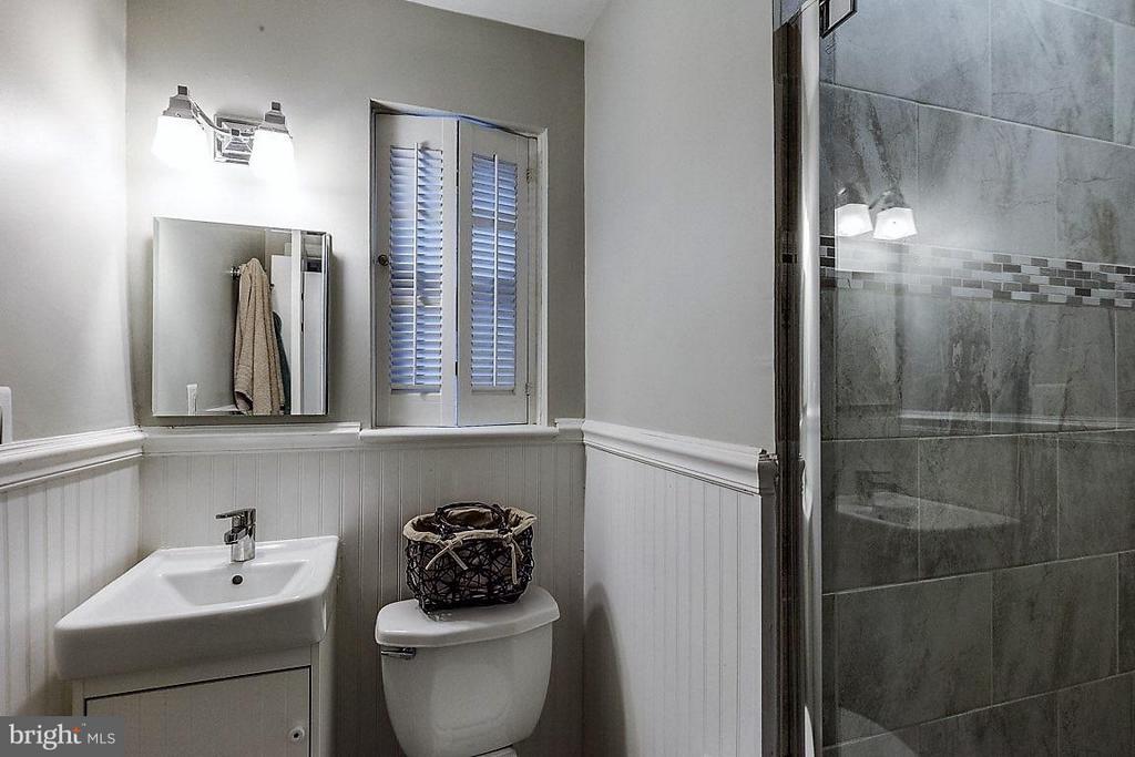 Bath (Master) - 407 HINSDALE CT, SILVER SPRING