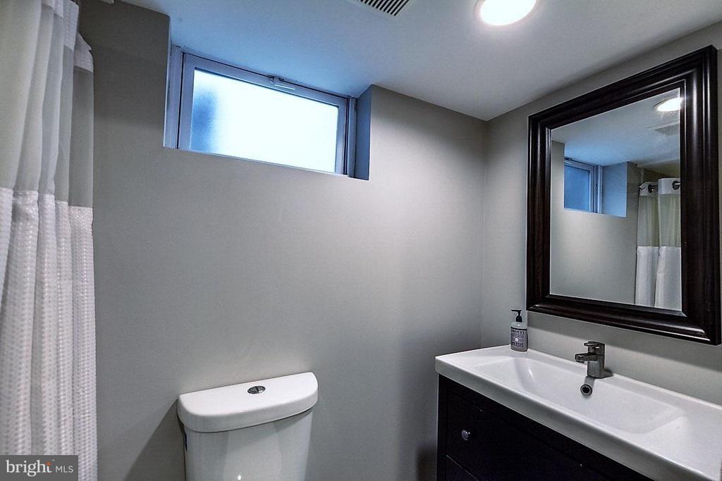 Bath - 407 HINSDALE CT, SILVER SPRING