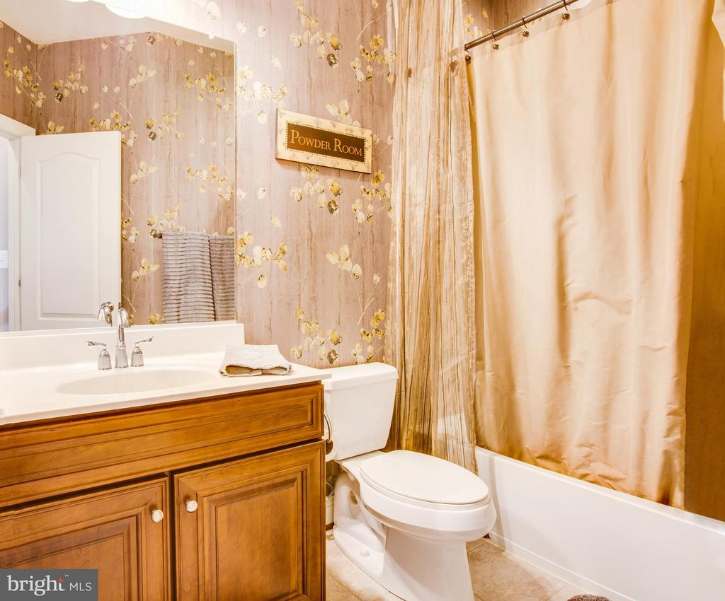 Hall bath - 35115 SOMERSET RIDGE RD, LOCUST GROVE