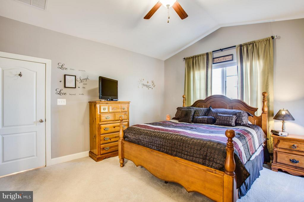 Bedroom (Master) with large walk in closet - 35115 SOMERSET RIDGE RD, LOCUST GROVE