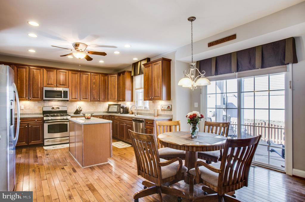 Gourmet kitchen - 35115 SOMERSET RIDGE RD, LOCUST GROVE