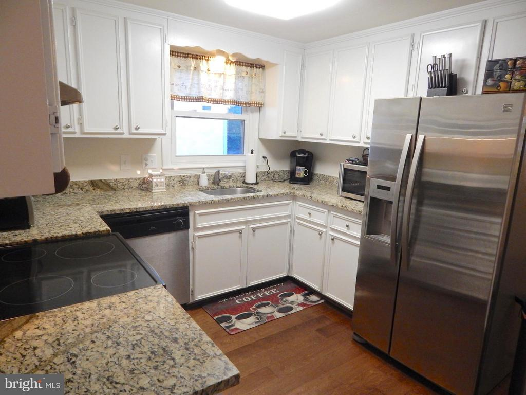 Kitchen w/Granite, SS Appliances, Wood Floor - 1309 EASTOVER PKWY, LOCUST GROVE