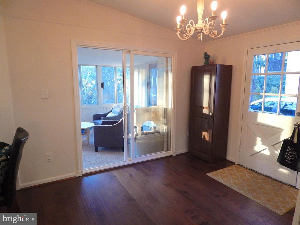 Foyer w/Wood Floor. View into Sunroom - 1309 EASTOVER PKWY, LOCUST GROVE